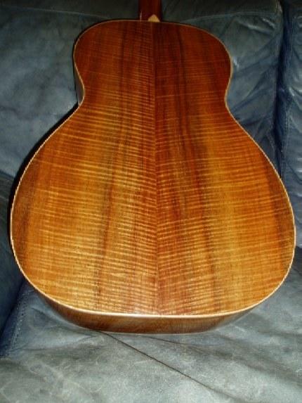 Les guitares d'un luthier aussi amateur que passionné ... 000-12K42(2)2small
